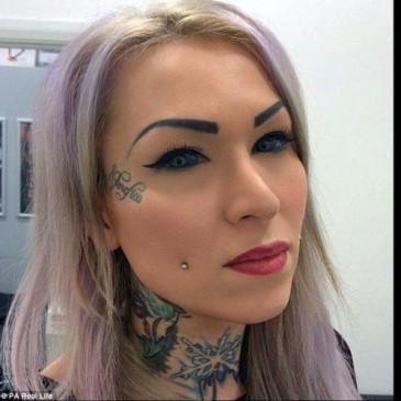 ये कैसा शौक, युवती ने अपनी आंखों की पुतली पर बनवा लिए टैटू