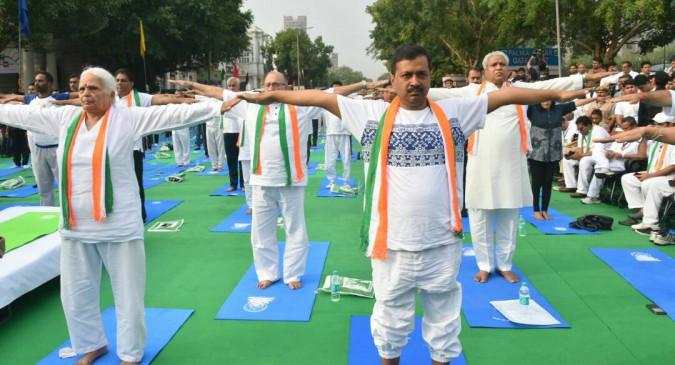 राष्ट्रपति पद के उम्मीदवार रामनाथ कोविंद, केजरीवाल व वैंकया नायडू ने किया योग