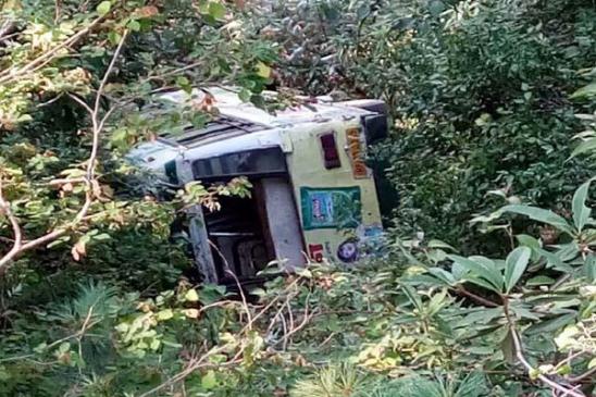 शिमला में बस खाई में लुढ़की, 26 यात्री घायल