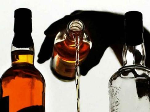अवैध शराब की बिक्री बंद कराने बैतूल की महिला सरपंच पहुंची एसडीएम कार्यालय