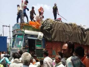 #Kisan आंदोलन : मंदसौर में कलेक्टर-एसपी को दौड़ाया, महाराष्ट्र में 4 किसानों ने की सुसाइड