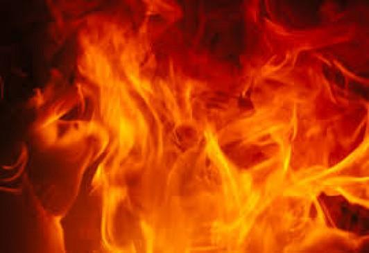 इंदौर के वारदाना गोदाम में लगी भीषण आग