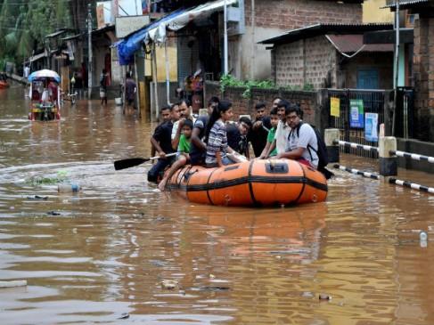 असम में भारी बारिश से जन-जीवन अस्त-व्यस्त
