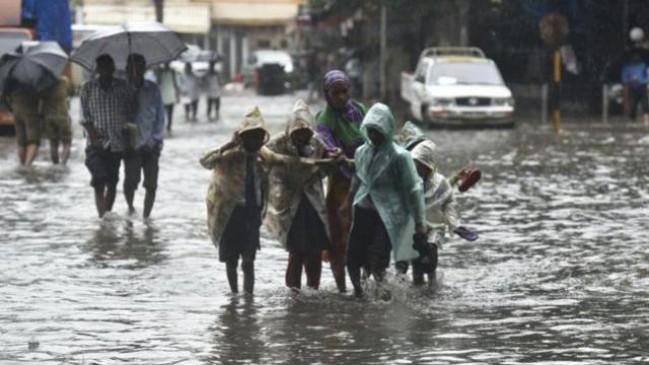 मुंबई में भारी बारिश, खाली कराया समन्दर का तटीय क्षेत्र