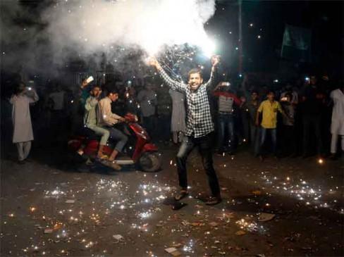VIDEO : पाकिस्तान की जीत, कश्मीर में जश्न