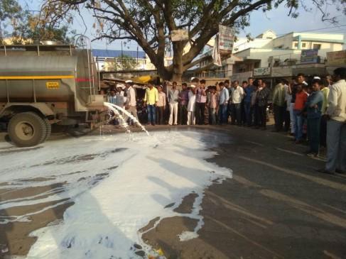 किसान आंदोलन:दूध सब्ज़ी को तरसे लोग ,कई जगहझड़पें