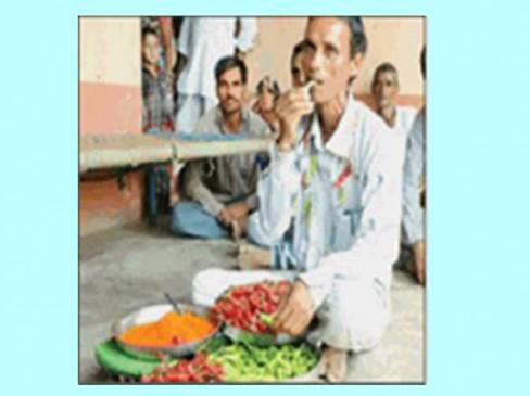 मिर्ची मैन: 2-3 किलो मिर्ची ऐसे खा जाते जैसे मिठाई