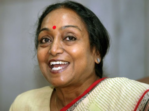 विपक्ष की उम्मीदवार मीरा कुमार ने भरा नामांकन, सोनिया मनमोहन रहे साथ