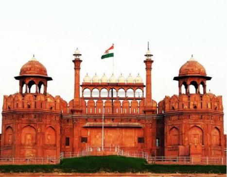 पाकिस्तान की फोटो में तिरंगे के साथ दिखा दिया लाल किला