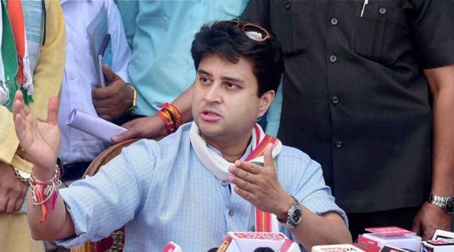 किसानों की मौत को सिंधिया ने बताया शर्मनाक, अजय सिंह ने मांगा शिवराज से इस्तीफा