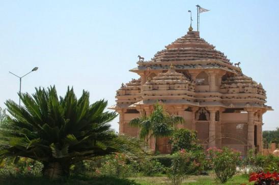इस मंदिर में होती है मुस्लिम महिला की पूजा