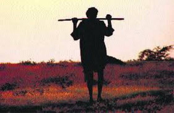 दबंग से डरे 3 किसान सल्फास लेकर पहुंचे कलेक्ट्रेट