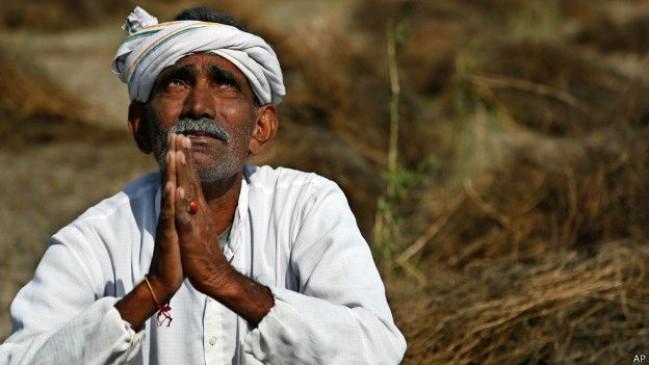 दो किसान : एक ने पीया जहर, एक की गई जान, सतना में चक्काजाम