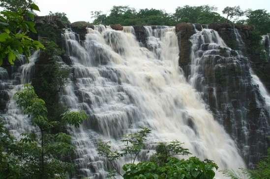 प्राकृतिक सौंदर्य का लुत्फ उठाना पड़ा भारी, पानी में डूबने से चार युवकों की दर्दनाक मौत
