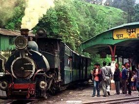 100 दिन बाद फिर पटरी पर आई टॉय ट्रेन, 25 अक्टूबर से होगी शुरू