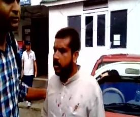 Video : दार्जिलिंग में BJP कार्यकर्ताओं को जमकर पीटा, प्रदेश अध्यक्ष की टोपी उतारी