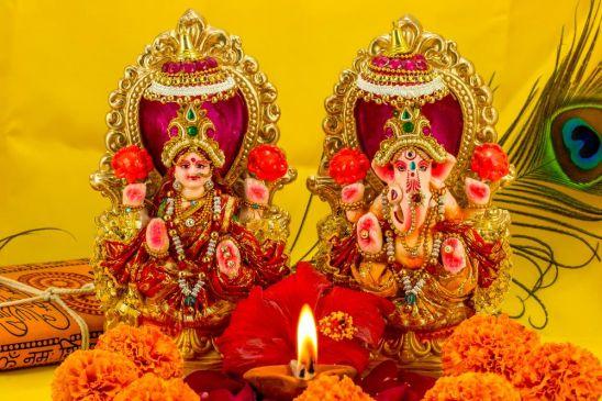 देवी लक्ष्मी को सिद्ध करने दिवाली की रात ही पढ़े जाते हैं ये विशेष मंत्र