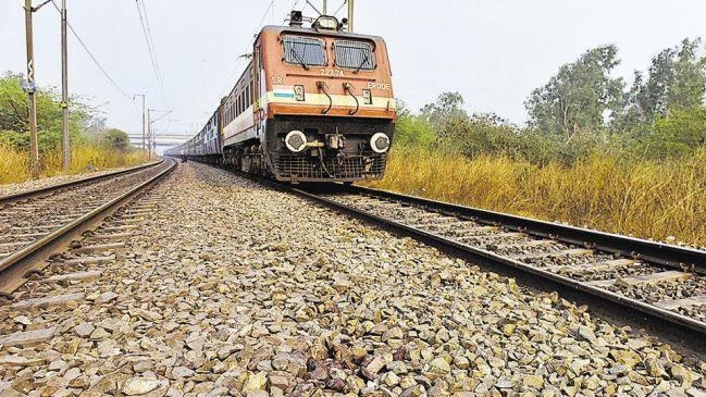 मां सो रही थी, 'जल्लाद बाप' ने एक-एक कर चलती ट्रेन से फेंक दिया अपनी 3 बच्चियों को