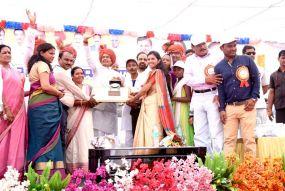 MP का 13वां ODF जिला बना होशंगाबाद, CM शिवराज ने सफाईकर्मियों के साथ खाया खाना