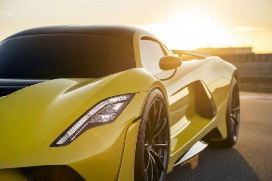 हवा से बातें करती है ये कार, 10 सेकंड में पकड़ती है 300 kmph की रफ्तार