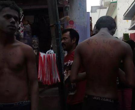 बिहार में लड़कियों के साथ छेड़खानी के आरोप में दो युवकों को बाजार में नंगा घुमाया