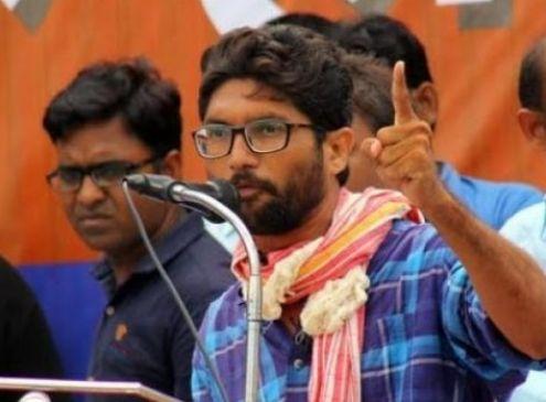 गुजरात चुनाव : जिग्नेश के काफिले पर 24 घंटे में चौथी बार हमला, बीजेपी पर लगाए आरोप