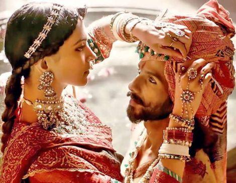 दीपिका की फिल्म 'पद्मावत' इस दिन होगी रिलीज, पैडमैन से टक्कर