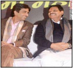 कवि सम्मेलन में छलका कुमार विश्वास और शिवपाल का दर्द, कहा-हम 'आडवाणी' हैं