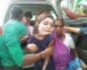 नकाबपोश बदमाशों ने दो छात्राओं पर एसिड फेंका, दोनों गंभीर