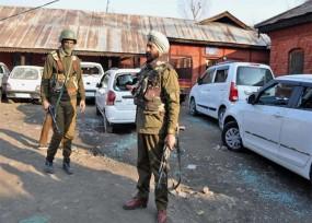 कश्मीर: त्राल के पुलिस स्टेशन पर ग्रेनेड अटैक, बुर्का पहन कर भाग रहा था आतंकी
