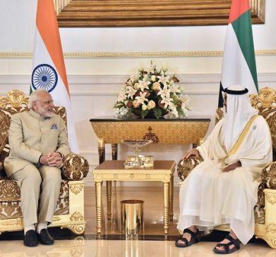UAE पहुंचे पीएम मोदी, 5 महत्वपूर्ण समझौतों पर हुए हस्ताक्षर