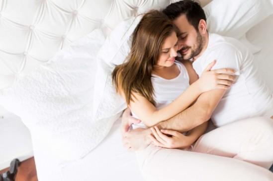 आपके सोने का तरीका खोलता है पार्टनर से आपके रिश्ते के कई राज