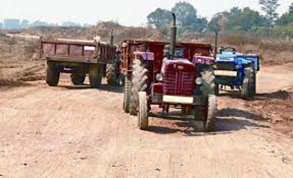 कोयले का अवैध परिवहन करते तीन ट्रैक्टर पकड़े
