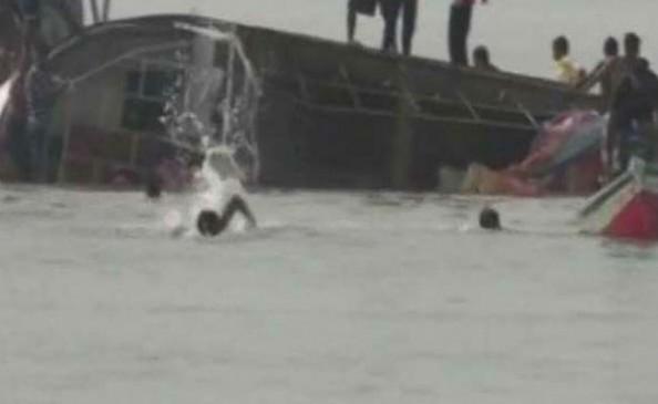 बेगूसराय में नदी में नाव पलटने से 4 बच्चों की मौत, 8 की बचाई गई जान