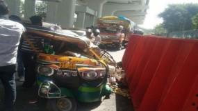 गाजियाबाद: मोहन नगर मेट्रो स्टेशन की साइट पर लोहे का गार्डर गिरा, 8 जख्मी