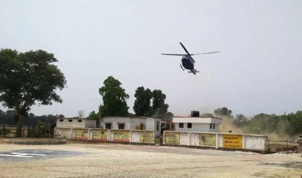 यूपी के सीएम योगी आदित्यनाथ के हेलीकॉप्टर की खेत में इमरजेंसी लैंडिंग