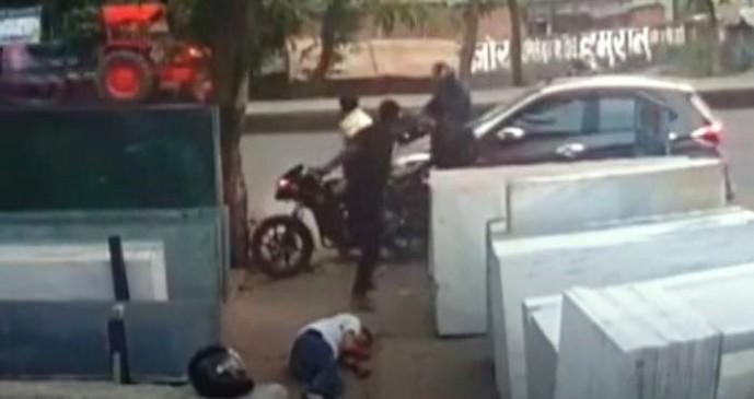 बिहार: व्यवसायी की दिनदहाड़े गोली मारकर हत्या, सामने आया लाइव वीडियो