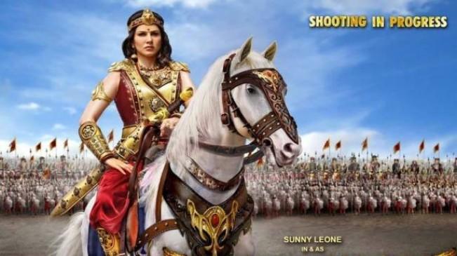वीरमादेवी का फर्स्ट लुक पोस्टर रिलीज, योद्धा अवतार में दिखीं सनी लियोनी