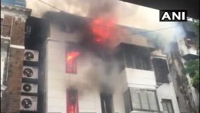 मुंबई: गिरगांव की कोठारी हाउस बिल्डिंग में लगी आग, एक की मौत