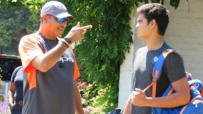 कोच रवि शास्त्री ने अर्जुन को दिए गेंदबाजी के टिप्स