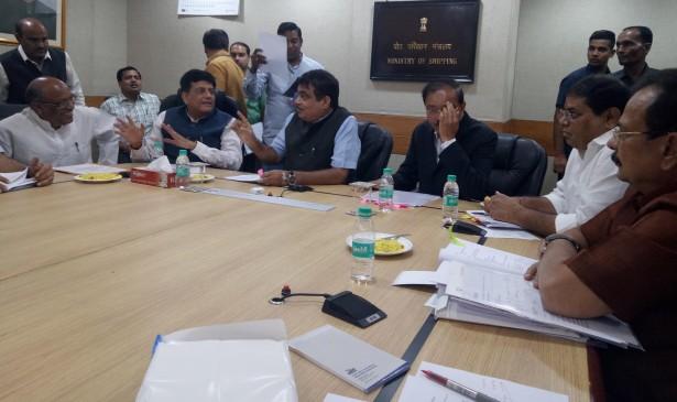 केन्द्रीय मंत्री गडकरी ने दिए रेलवे वैगन फैक्टरी शीघ्र शुरू करने के निर्देश