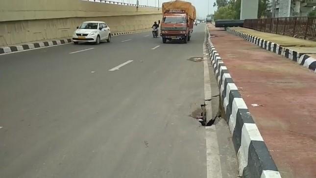 मानसून की पहली बारिश में धंसी दिल्ली-मेरठ एक्सप्रेस-वे की सड़क