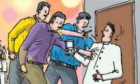 अवैध शराब पकड़ने गए आबकारी दल पर हमला, हमलावरों में एक ASI भी शामिल