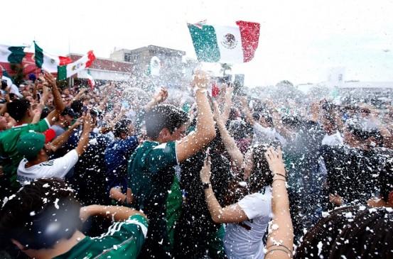 FIFA World Cup : लज़ानों के गोल पर ऐसे उछले मैक्सिकन्स की हिल गई धरती