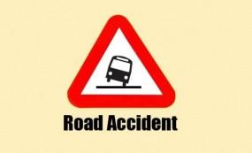 सड़क हादसा : मिनी बस पलटने से दो कि मौत 20 घायल