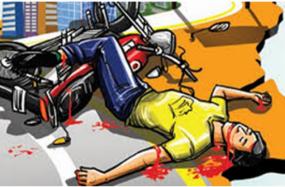 सड़क हादसा : चट्टान से टकराई बाइक, दो की मौत