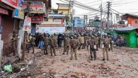 शिलॉन्ग हिंसा: भीड़ ने सुरक्षाबलों पर फेंका पेट्रोल बम, 5 गिरफ्तार