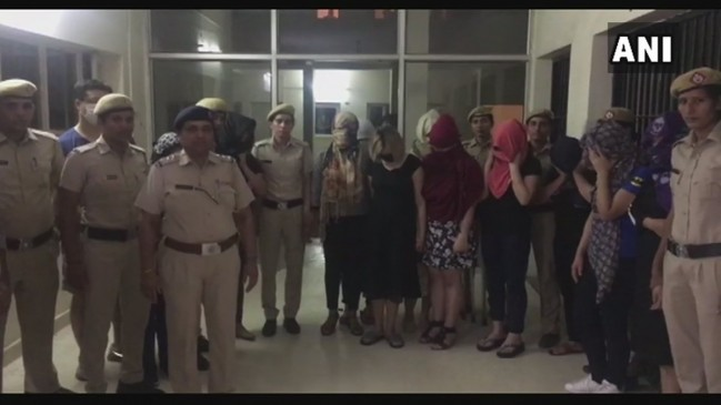 मसाज पार्लर की आड़ में सेक्स रैकेट, 5 विदेशी समेत 11 लड़कियां पकड़ाईं
