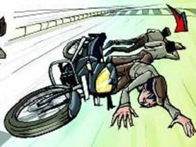 सड़क हादसा : दो मोटरसाइकिलों की भिड़ंत, एक युवक की मौत, चार गंभीर घायल