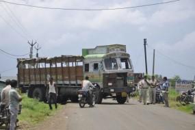 अनियंत्रित ट्रक ने स्कूल जा रहे बच्चों को कुचला, मौके पर मौत, ग्रामीणों ने किया चक्काजाम